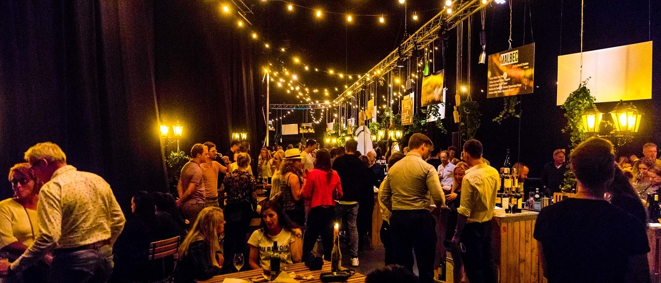 Honderden wijnen tijdens Nacht van de Wijn