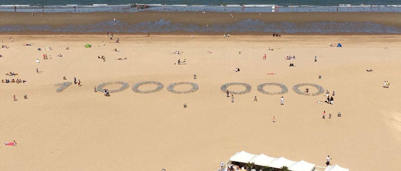The Oval Office plaatst 15.000 windmolentjes op strand Oostende