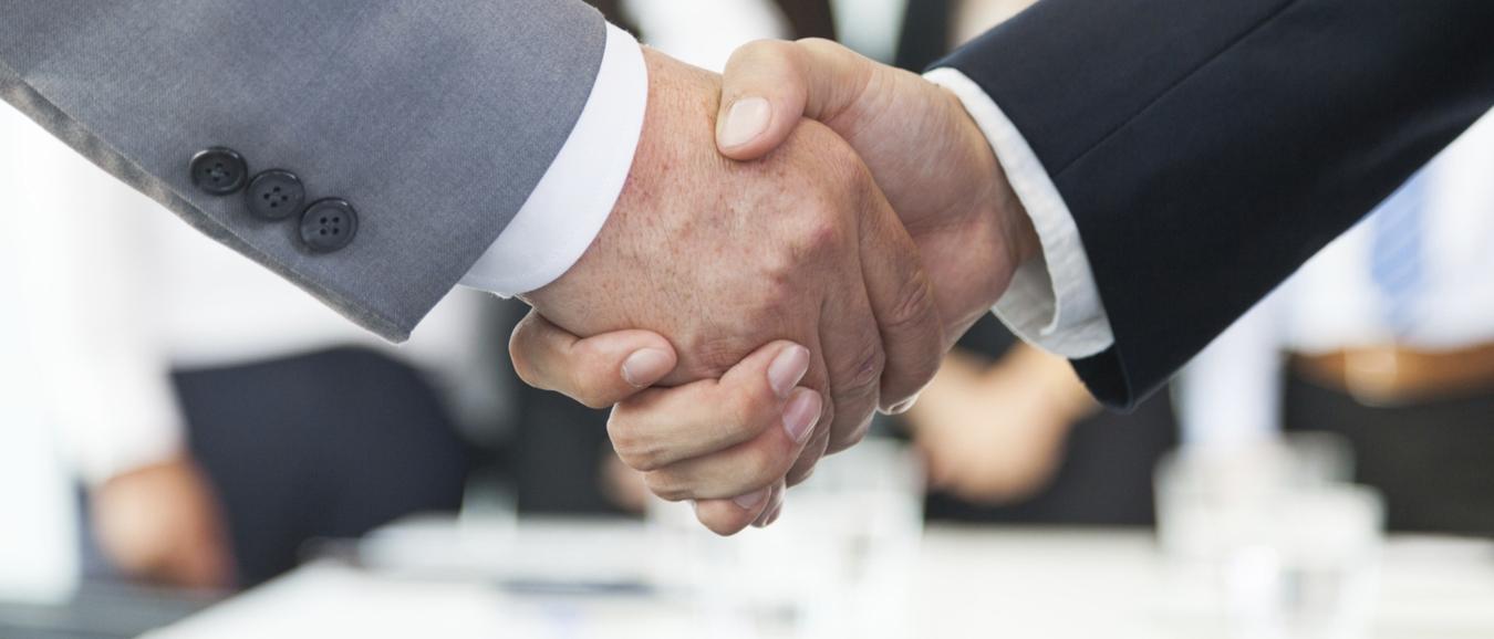 MeetingReview en Deskbookers bundelen krachten