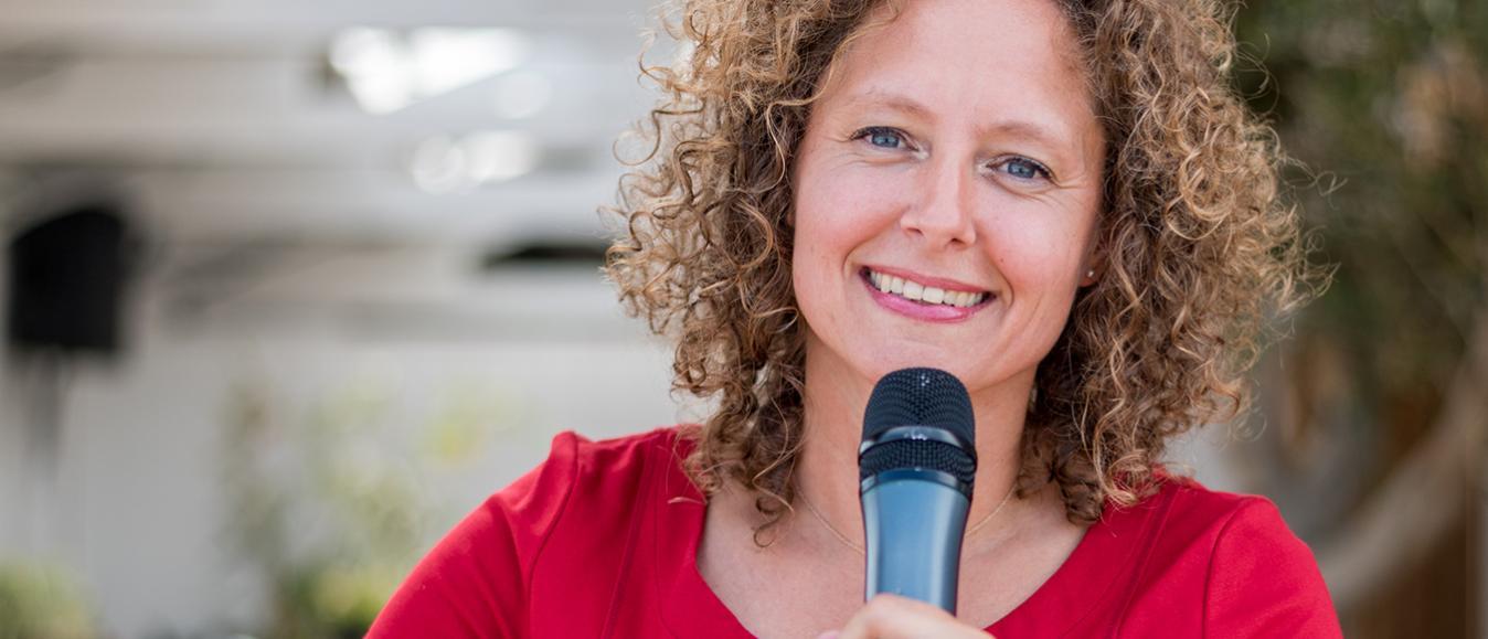 Esther van der Voort een dagvoorzitter met ballen