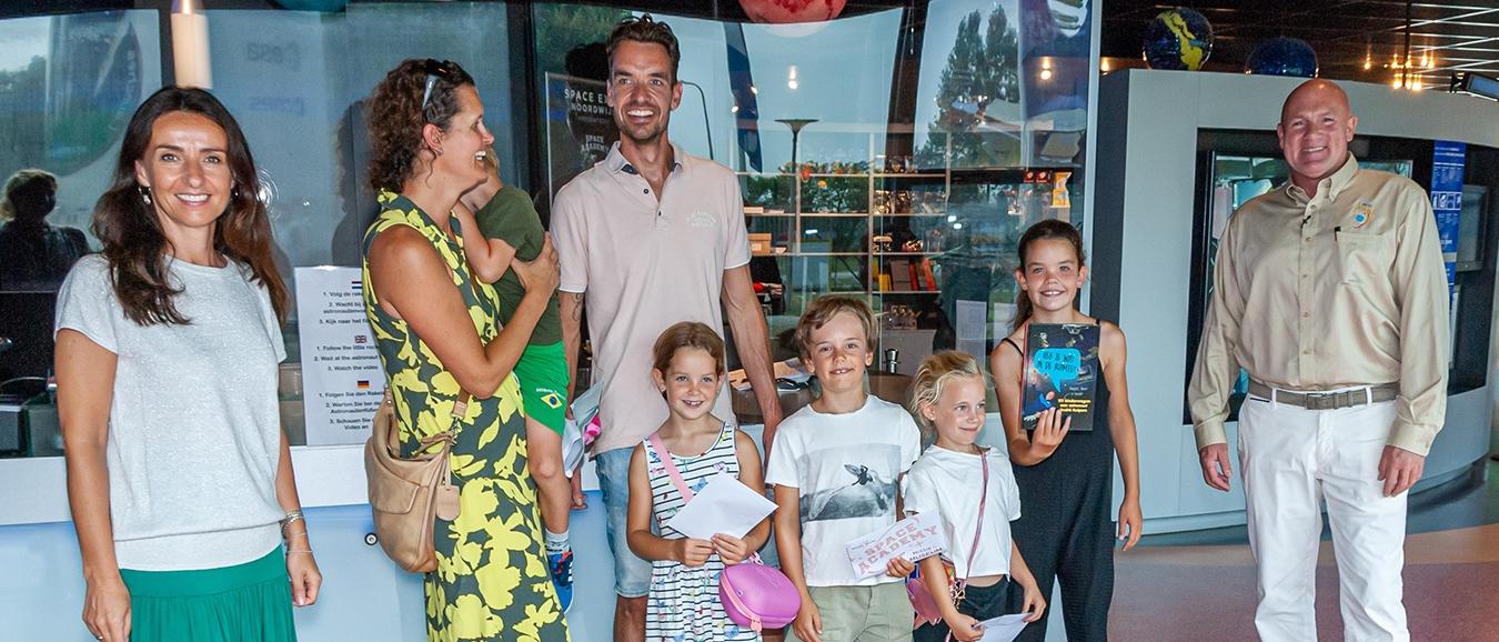 André Kuipers verrast 15.000ste bezoeker 'Missie in het Museum' bij Space Expo