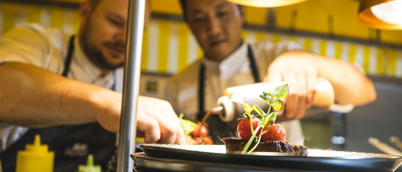 Hutten en vers+ serveren diner op basis van DNA