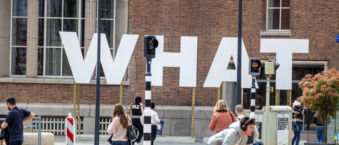 Grote letters verrijzen in het centrum van Rotterdam