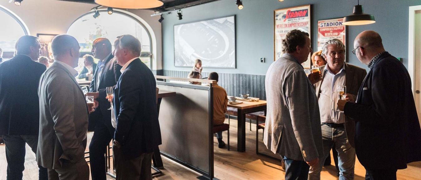 Eerste verdieping Het Amsterdamse Proeflokaal feestelijk geopend