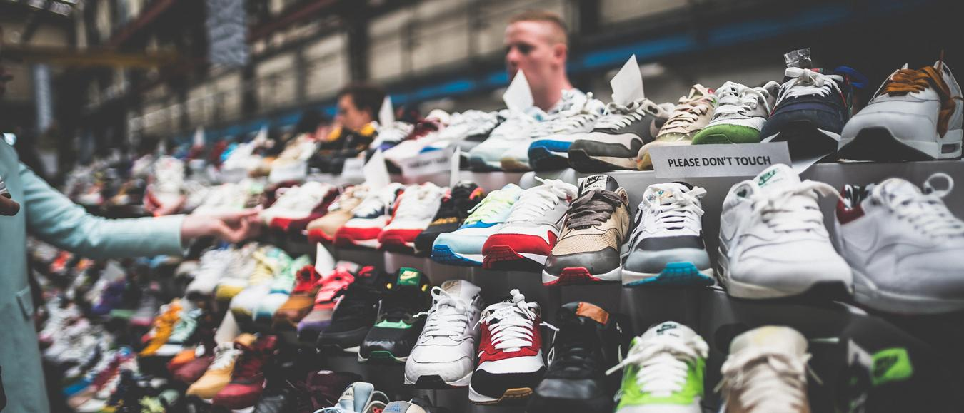 Sneakers, sneakers en nog meer sneakers in de Kromhouthal