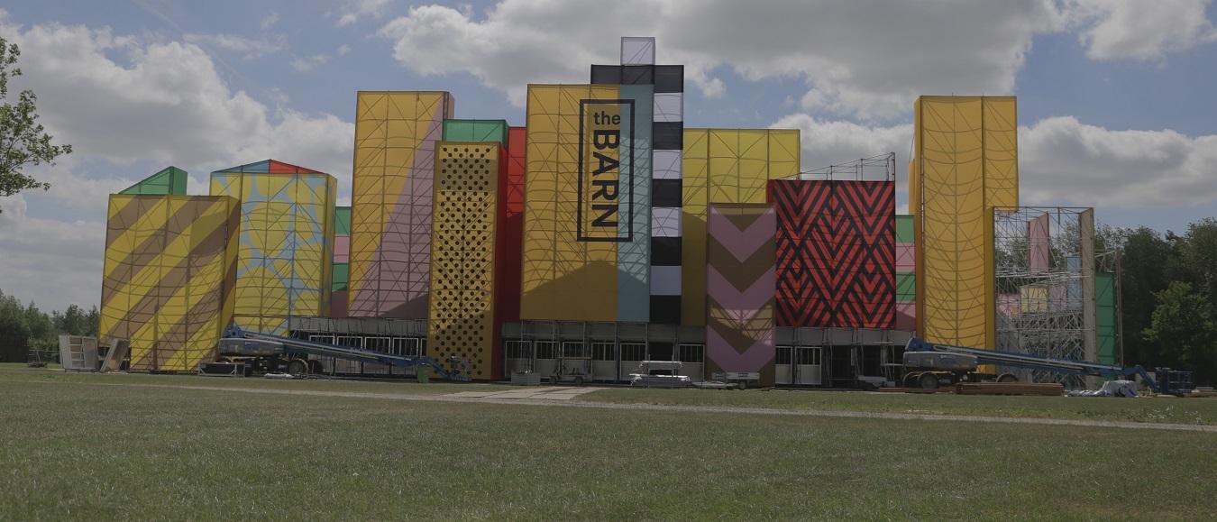 Veldeman bouwt grootste feesttent op Belgische bodem