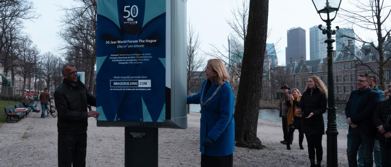 Burgemeester Krikke opent expositie 50 Jaar World Forum