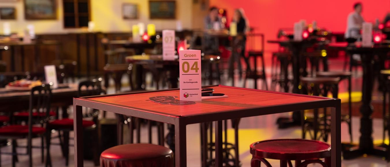 Media Plaza van Jaarbeurs omgetoverd tot bruin café