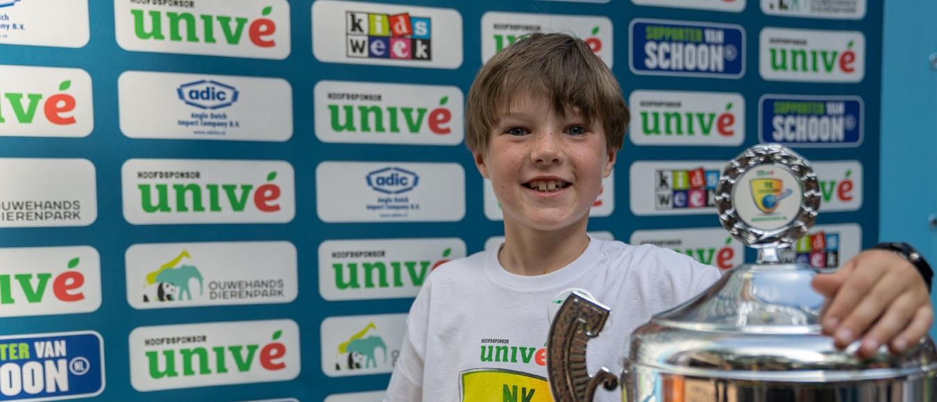 Acht jarige Thijs wint NK knikkeren