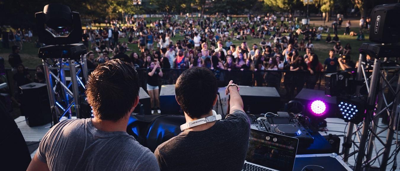 Festivaltrends: van glamping deluxe tot friend zones