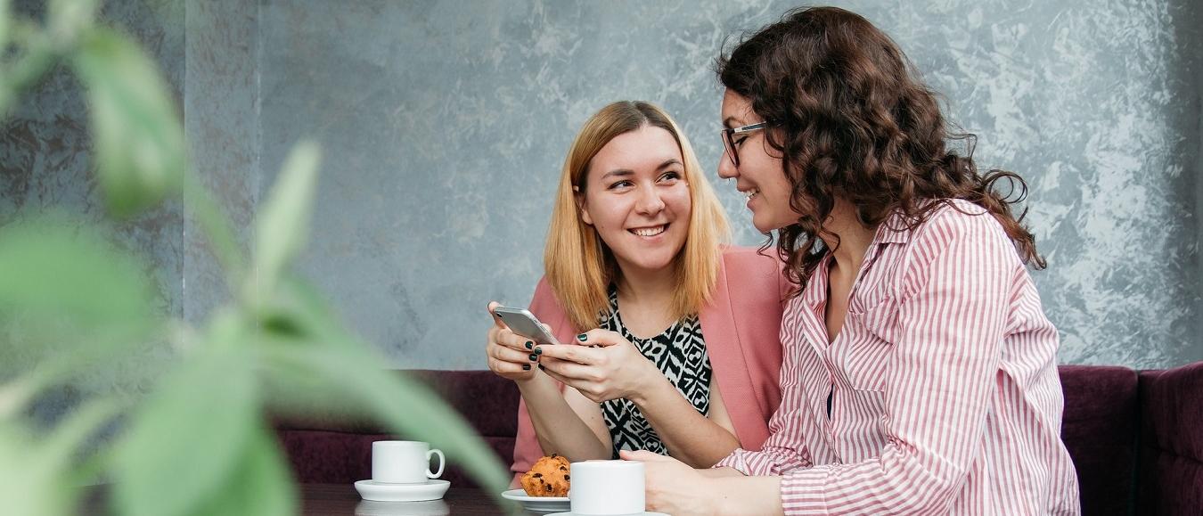 Meer spontane gesprekken maken Nederlanders gelukkiger