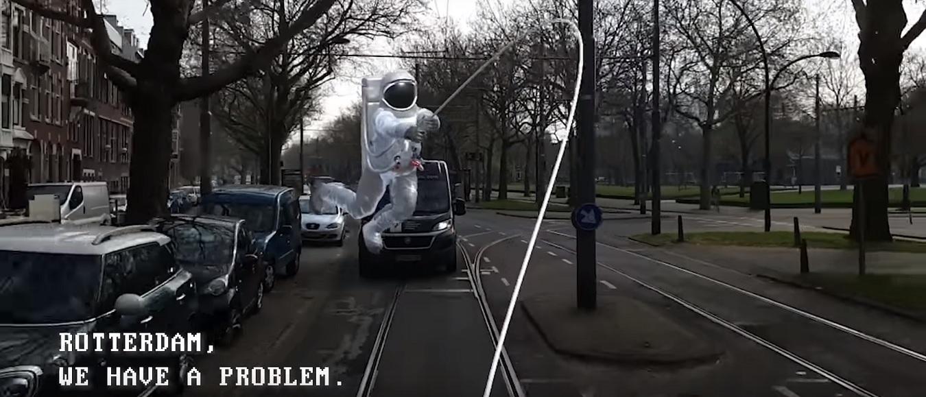 Vrije tijd: Kunsthal verrast tramreizigers met UFO's