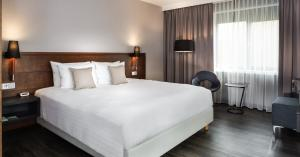 Gerenoveerde King Room in het Courtyard by Marriott Amsterdam Airport