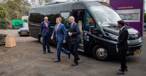 Tata Steel vervoert VIP's met Van der Valk Taxiservice