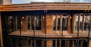 Hotel van de Vijsel opent in voormalige houthandel