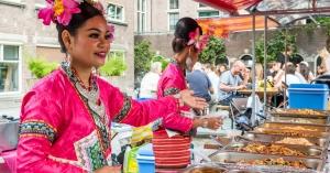 Foodfestival in binnentuin van KIT Amsterdam