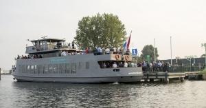 Het Hembrugterrein heeft zijn eigen dubbeldeks passagiersschip