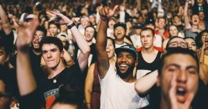 Lichtinstallaties op NDSM brengen ode aan festivals en nachtleven
