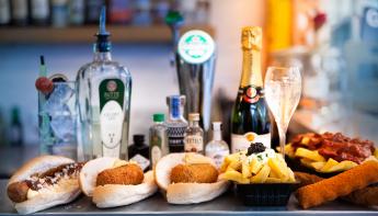 Tante Nel bestaat 3 jaar: Haute Friture Snackbar pakt uit