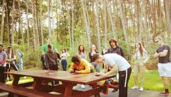 Studenten verbroederen in Twinstone Lodge