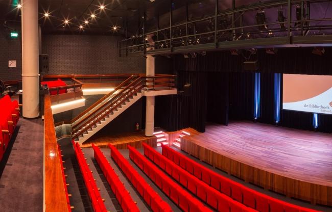 Bibliotheektheater vanaf het balkon