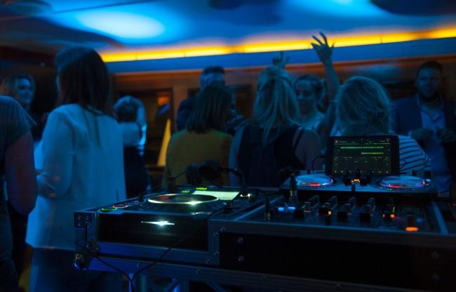 Partyjacht Thalassa feest