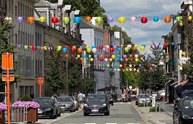 weerbestendige nylon lampionnen in winkelstraten - straatversiering decoratie