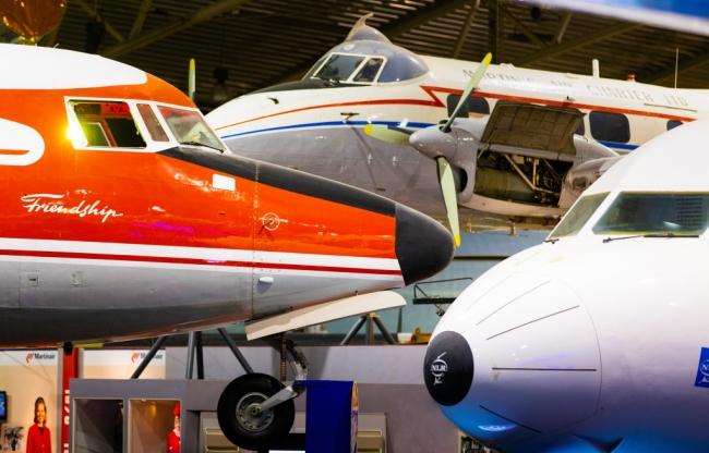 Vliegtuigen in de binnenexpositie