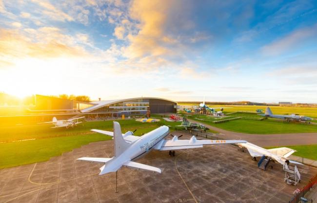 Het buitenterrein van Luchtvaartmuseum Aviodrome