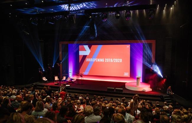 Hogeschool Utrecht staat op het podium van het Beatrix Theater