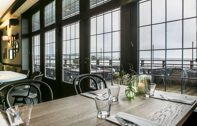 Tafel met uitzicht over de Noorderplassen