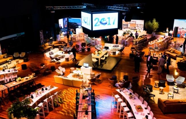 Koninklijke Drukkerij Em. de Jongzaal | ingerolde tribune waardoor 750 M2 vrije ruimte