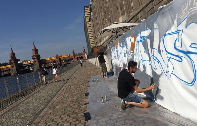 Street-art demonstratie in Berlijn