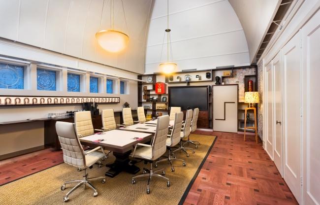 Boardroom -  Een fijne, discrete plek voor besloten besprekingen. Uiteraard met modern presentatieapparatuur.