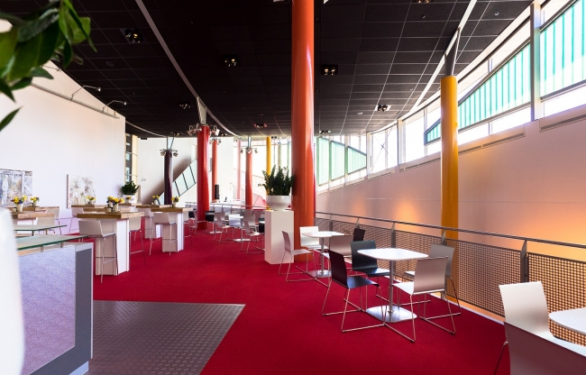 Struktonfoyer | grenzend aan MK2zaal op de 1e verdieping