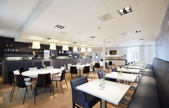 Grand café voor ontbijt, lunch, diner of borrel