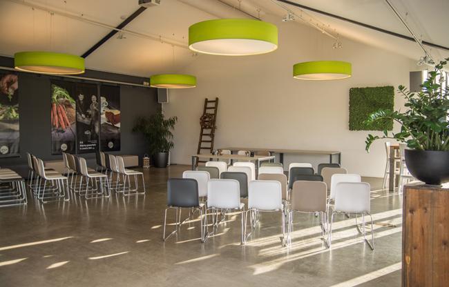 Succesvol zakendoen in het gras bij restaurant en eventlocatie De Dyck
