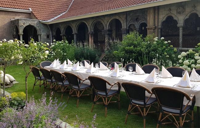 Royal Delft dineren in de binnentuin