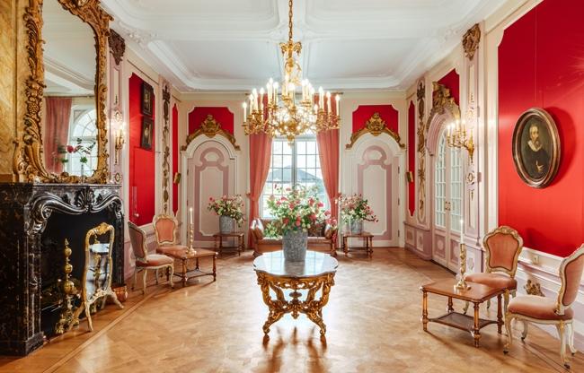 De Balzaal biedt plaats aan circa 50 gasten bij een receptie of feest