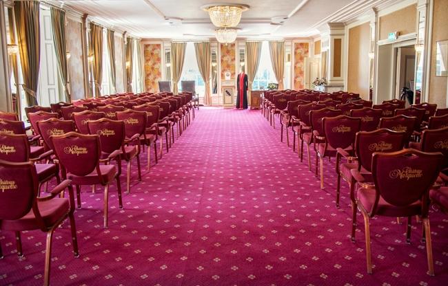 De Spiegelzaal meet 146m² voor theater opstelling tot circa 120 personen