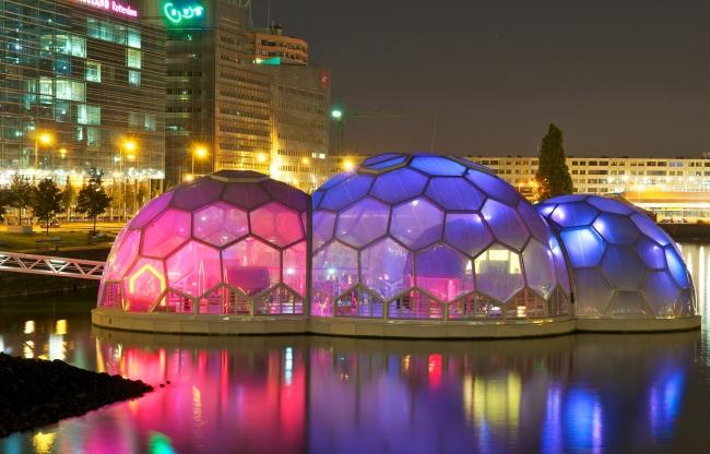 Drijvend Paviljoen met avondverlichting