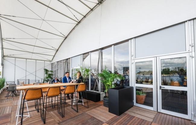 Veldeman tentstructuren - Phoenix booghal met overdekt terras