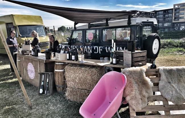 Wijnbar op foodfestival