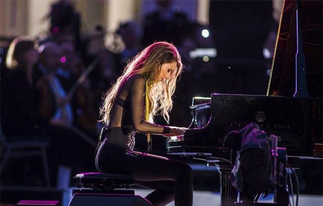 Openingsact pianiste Iris Hond