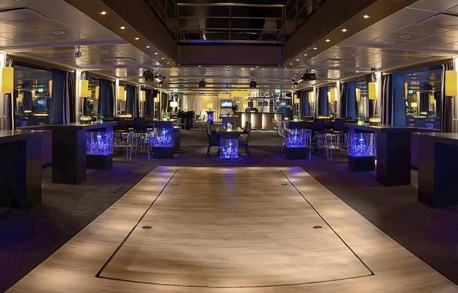 Jules Verne Lounge