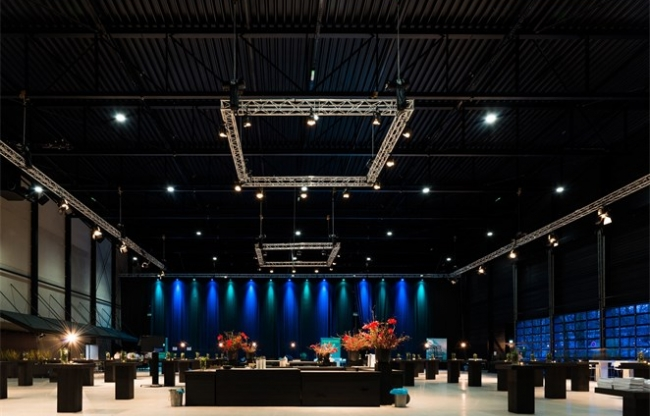 Grote zaal in de Midden Nederland Hallen