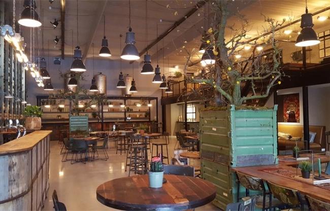 Grand cafe in de Midden Nederland Hallen