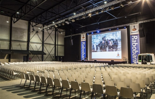 Plenaire setting in de Midden Nederland Hallen