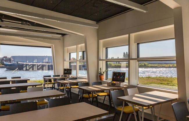 Vergaderen met het zicht op het Amsterdam-Rijnkanaal