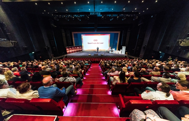 Jubilarissen van Facilicom Group zijn écht sterren in het Beatrix Theater